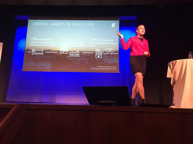 Pernilla Jonssson explaining digital habits in daily life